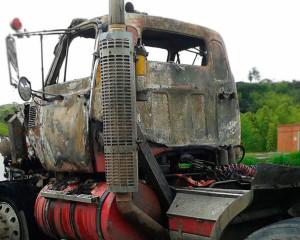FARC serían los responsables de incendiar un tractocamión en la vía Buga-Buenaventura.