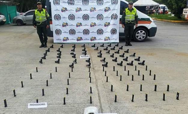 Fueron incautadas 47 pistolas calibre 9 milímetros, en la vía de Yotoco.