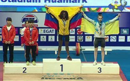 la Tulueña Yenni Sinisterra logró Medalla de oro en Mundial de pesas
