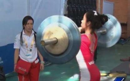 Manuela Berrío logró 3 medallas de plata en el mundial sub 17 de pesas
