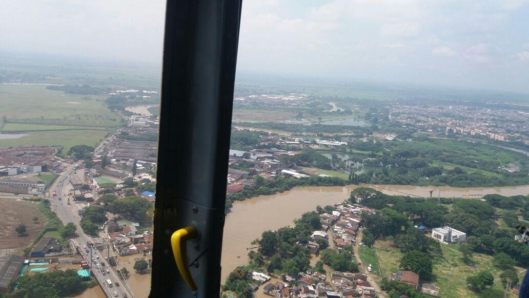 Así se ven desde el aire las emergencias por inundaciones en Cali