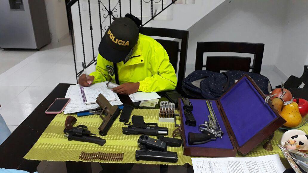 Capturan a dos personas que alquilaban armas a bandas criminales en Cali