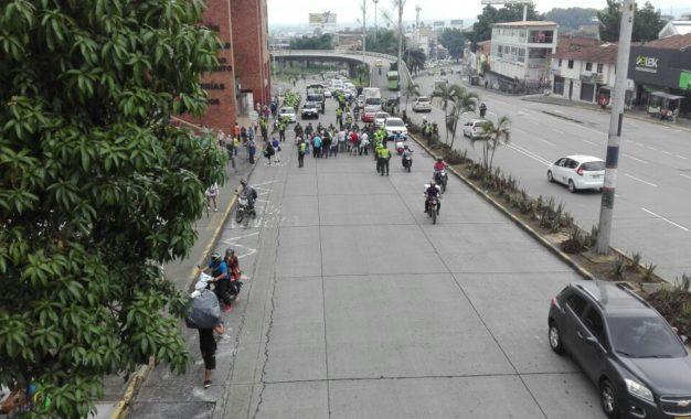 Usuarios de Comfenalco protestaron sobre la calle 5 al no ser atendidos