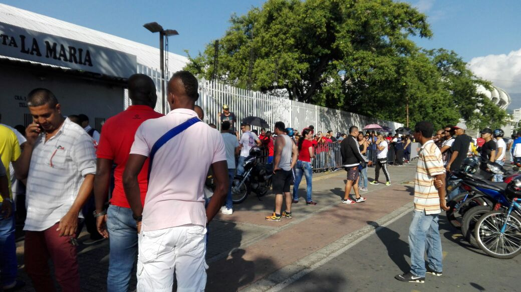 Revendedores arrasan con boletería del partido América- Millonarios