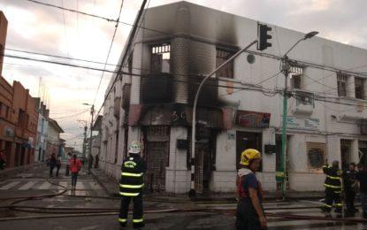 Una persona muerta y varias heridas dejó incendio en Palmira