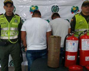 Dos hombres fueron capturados en la Terminal de Cali con marihuana camuflada en extintores