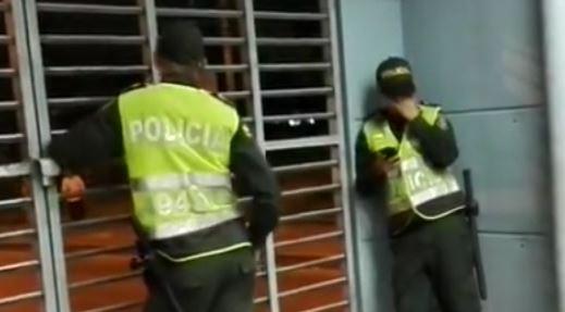 """Constantes denuncias sobre el """"chateo"""" al que se dedican los auxiliares de Policía"""