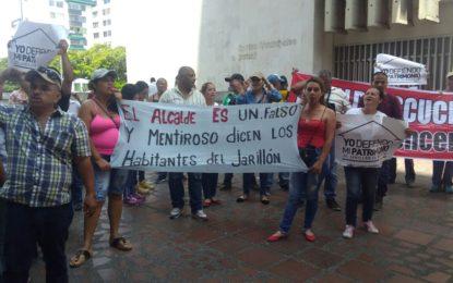 Habitantes del plan Jarillón protestaron a las afueras del CAM, donde se discutía del tema