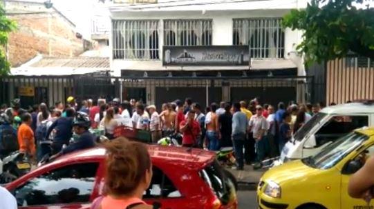 Investigan homicidio de un peluquero al interior de su negocio en el Guabal