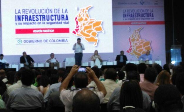 En el Pacífico se han invertido $100 Billones en Obras de infraestructura vial: Santos