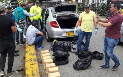 Dos policías capturados mientras negociaban cocaína en Buga