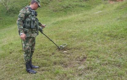 Ejército desactivo 3 minas antipersona en zona rural de Cerrito