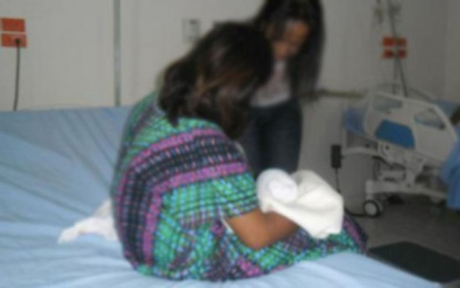 Una niña indígena de 14 años dio a luz fruto de una presunta violación de su padrastro.