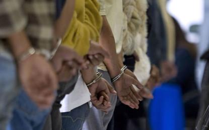 Dos hombres capturados en El Bolo San Isidro  mientras portaban un arma artesanal.