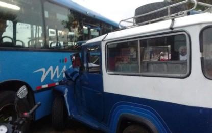 6 personas lesionadas, dejó accidente de un bus del MIO con una guala en la Avenida Ciudad de Cali.