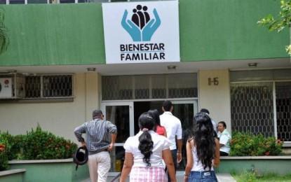 Padres de familia protestan por contratación de ICBF