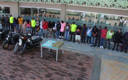 Detienen a 25 miembros de la banda 'El Buda' de Yumbo, entre ellos cuatro policías