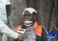 Cinco días lleva en huelga, encadenado, conductor de la Coomoepal