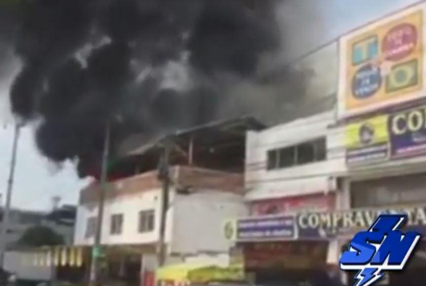 Cuerpo de Bomberos controló incendio de Bodega de frutas en Santa Elena