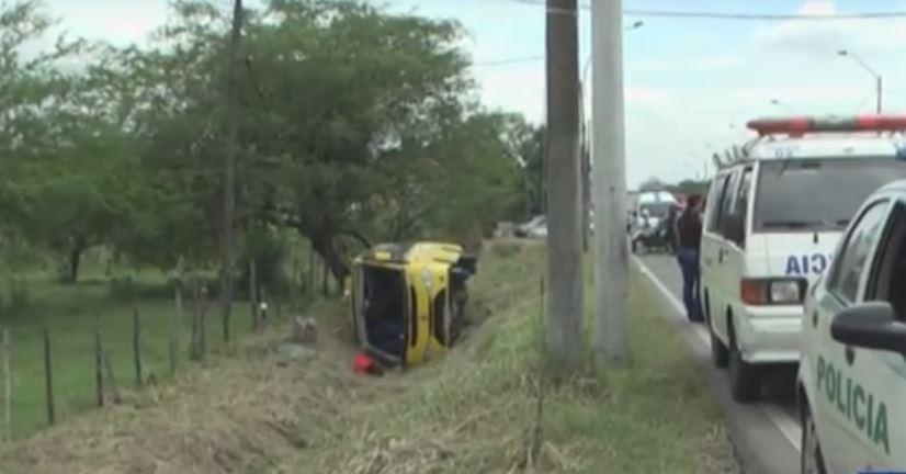 Más de 20 lesionados tras volcamiento de bus intermunicipal en la vía Cali- Jamundí