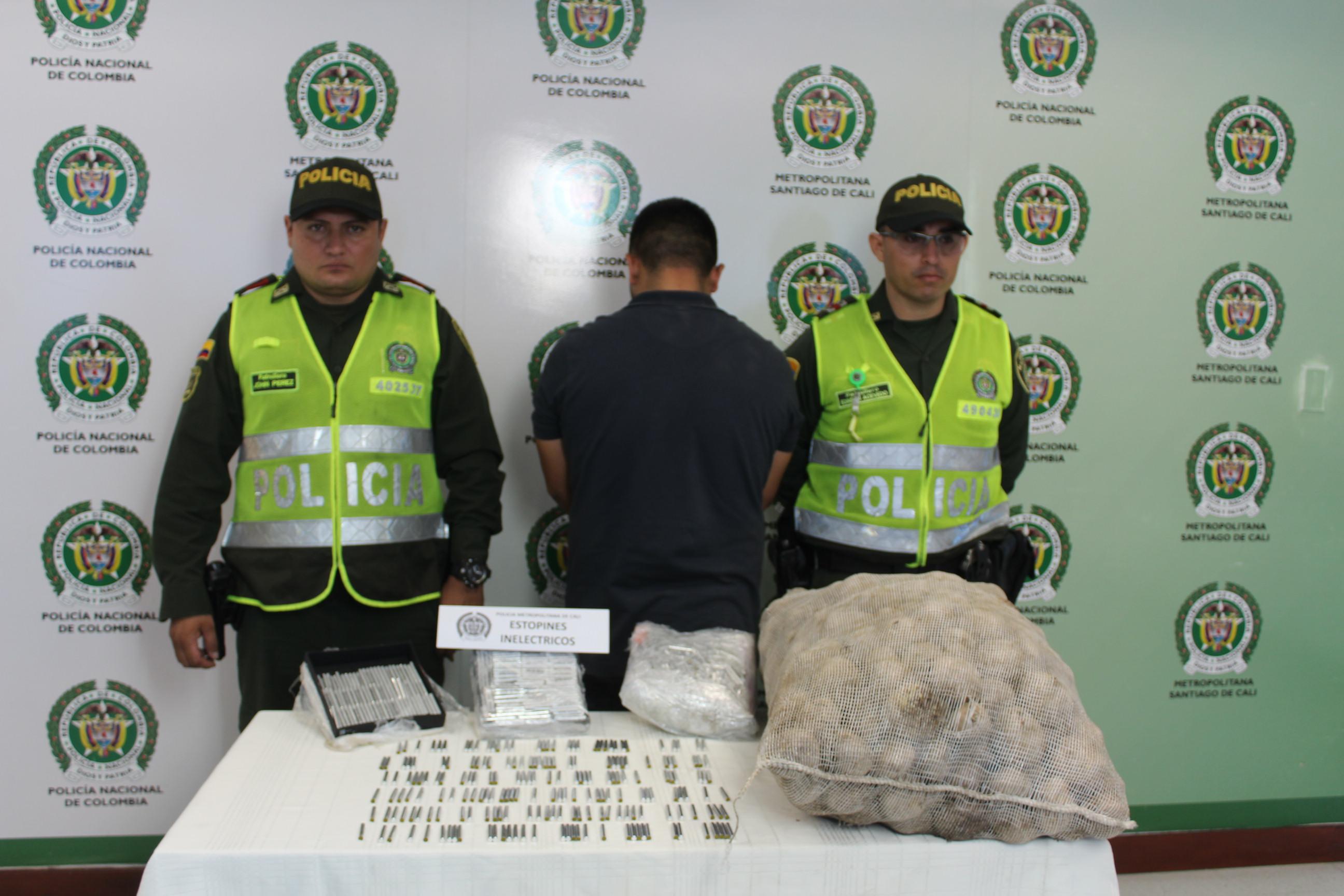 Llevaban estopines y marihuana camuflados en bultos de papa y en una nevera