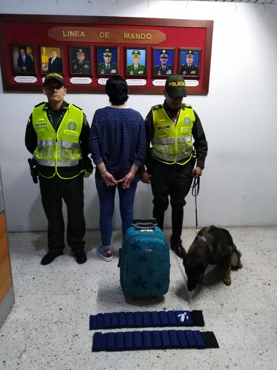Mujer de 51 años llevaba más de 3 mil gramos de coca camufladas en fajas