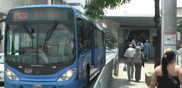 Proponen aumentar hasta 70% la ocupación en los buses del transporte masivo