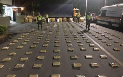 Incautan 400 kilos de marihuana en camión que viajaba de Cali a Medellín