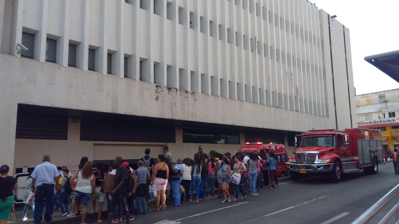 2 muertos y 4 heridos deja desplome de ascensor del Palacio de justicia en Cali