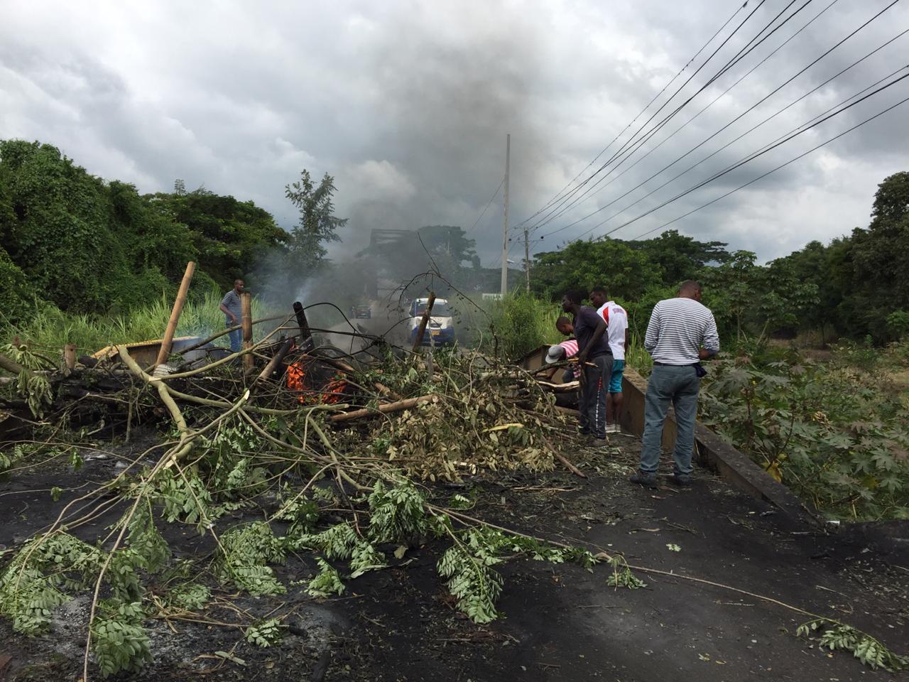 Protestas y bloqueo de vía por falta de servicio de acueducto en Puerto Tejada