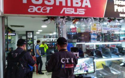 Detienen a dueño de local en Pasarela por presuntamente, comprar computadores hurtados de La UNAD