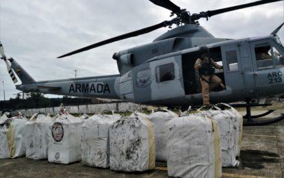 Interceptadas dos embarcaciones con alcaloides y material de guerra en aguas del Pacífico