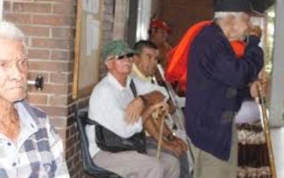 Allanan ancianato en Florida por, presunto, abandono y maltrato de 25 adultos mayores
