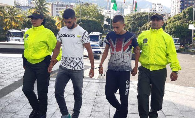 Capturan a hermanos delincuentes que robaron a menor en Cali