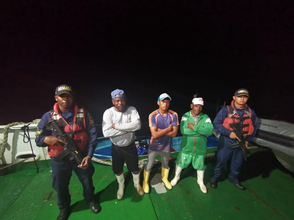 Los hombres, al parecer pescaban especies marinas en peligro de extinción