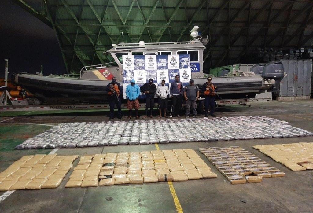 Capturados transportaban 817 kilos de marihuana y 50 de cocaína en una lancha