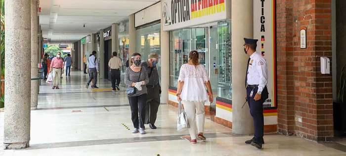 Así le fue a los Centros comerciales de Cali que abrieron hoy en medio de la Pandemia