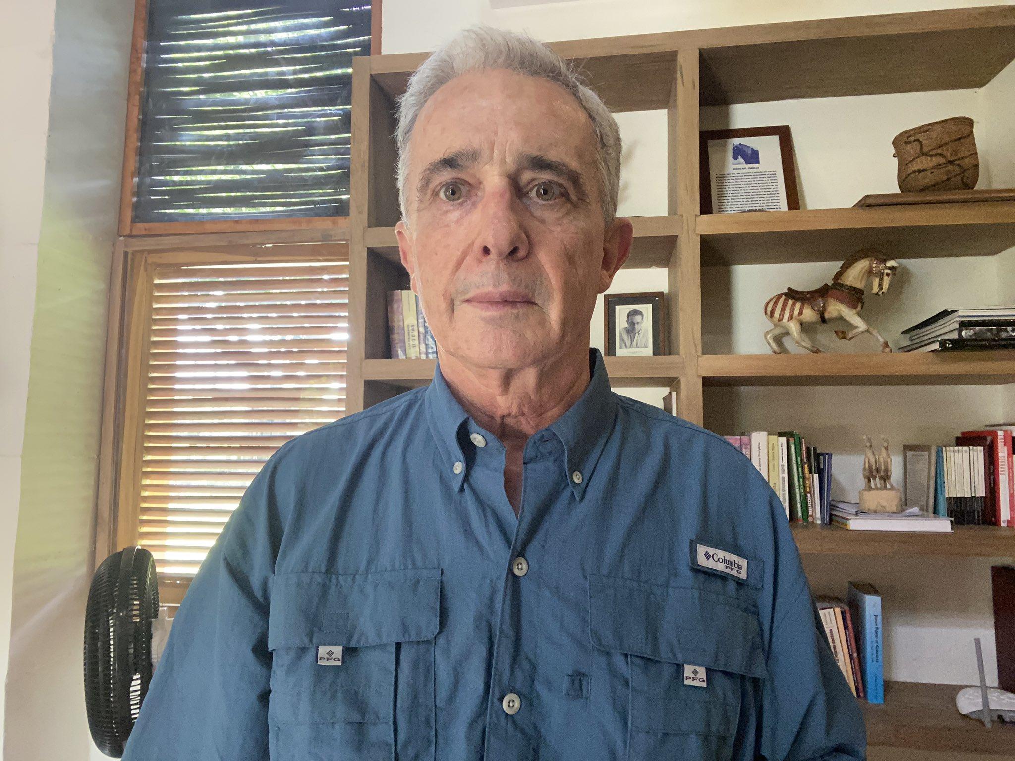 Hasta jugar el baloto: número de preso del expresidente Álvaro Uribe ha movido las redes