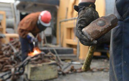 """""""No es ninguna reforma laboral encubierta"""", ministro de trabajo respecto al Decreto 1174"""