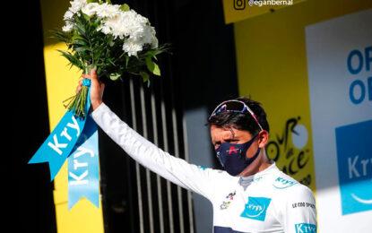 Egan Bernal primero en carrera y líder de los Jóvenes en el Tour de Francia