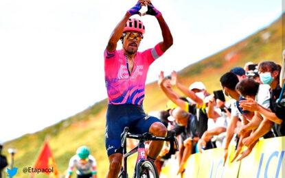 El himno nacional resonó en Francia tras la victoria de Daniel Martínez en el Tour