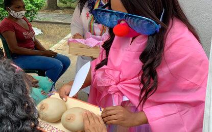 Un mundo rosa en el Día Internacional de la Lucha Contra el Cáncer de Mama