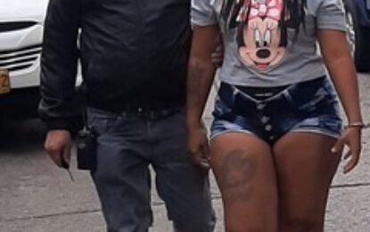 Por homicidio agravado y otro delito en Cali, una mujer fue asegurada en establecimiento carcelario