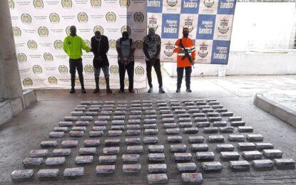 Capturan a tres personas en altamar con 134 kilos de clorhidrato de cocaína