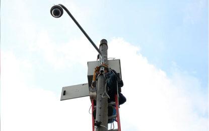 Autoridades de Cali reparan cámaras de seguridad ciudadana