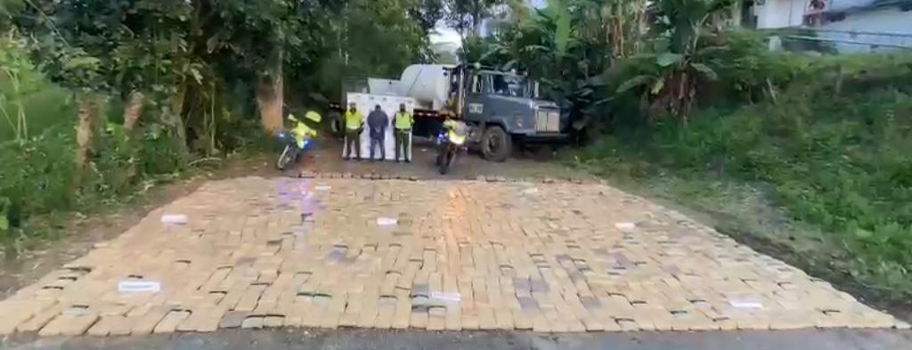 Sorprenden a un hombre transportando más de una tonelada de marihuana en vías del Valle