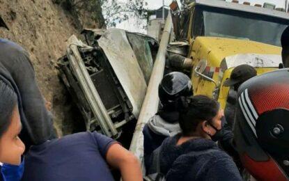Dos muertos y 5 heridos tras accidente de tractomula en la Panamericana