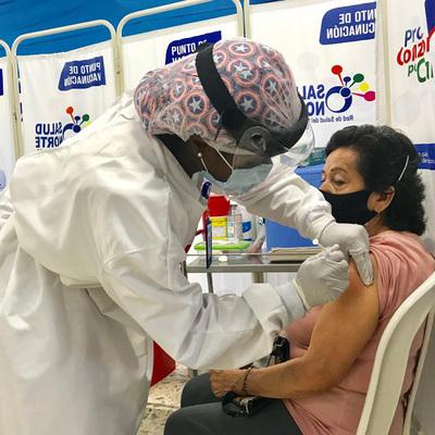 Vacunación Covid-19 en megacentros en Cali