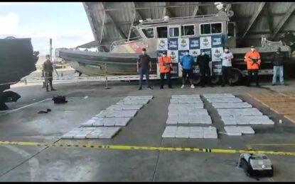 A la cárcel tres hombres capturados cuando transportaban 922 kilos de cocaína en un semisumergible