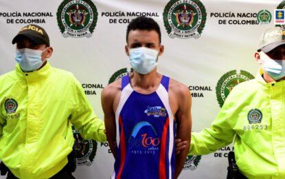 Cárcel para hombre que atacó por la espalda a patrullera del Esmad en Medellín